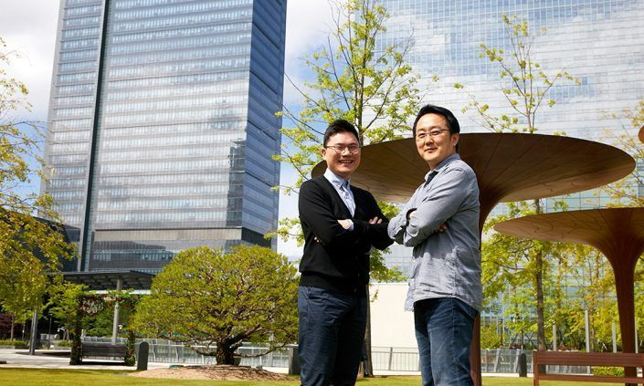 Engineers Michael Kim (left) and Sung-won Ryu, developers of the Galaxy S20's display