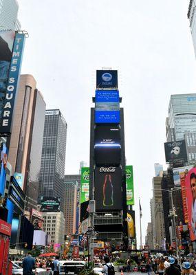 삼성-갤럭시-언팩-2021-옥외광고_미국-뉴욕-타임스-스퀘어-2.jpg