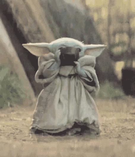 Crédito: Reprodução Tenor Baby Yoda Drink GIF - BabyYoda Drink Sip - Discover & Share GIFs (tenor.com)