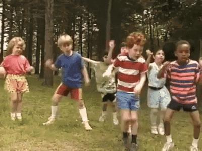 Crédito: Reprodução Tenor Dancing Kids GIF - Dancing Kids Party - Discover & Share GIFs (tenor.com)