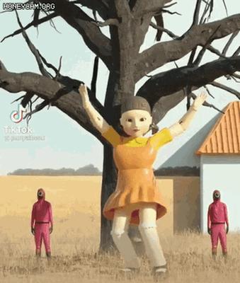 Crédito: Reprodução Tenor Squidgame Doll GIF - Squidgame Doll - Discover & Share GIFs (tenor.com)